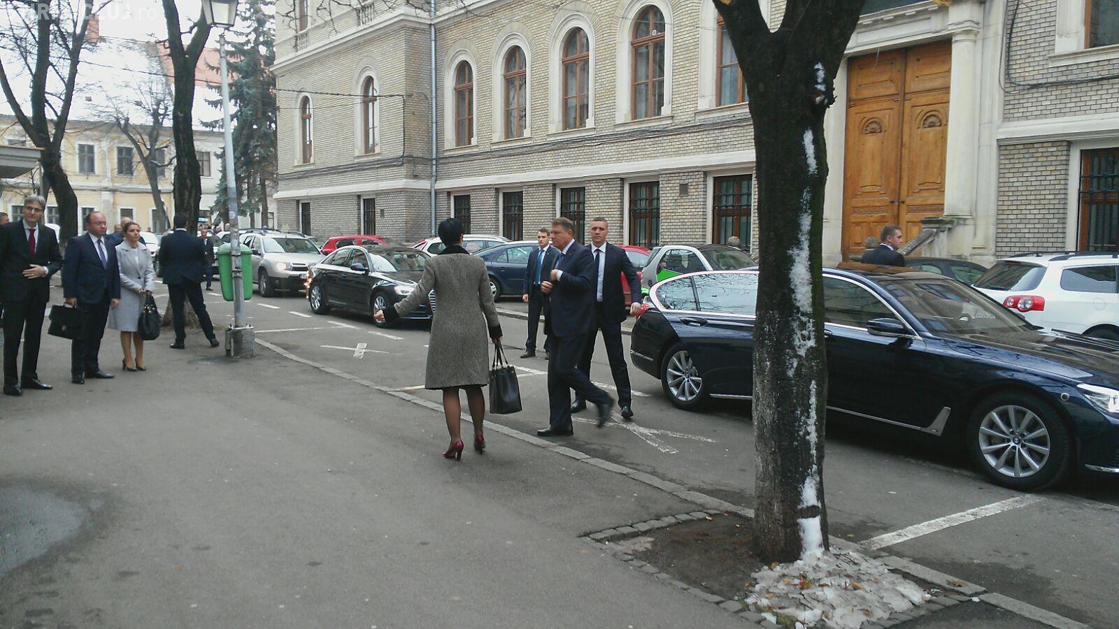 Klaus Iohannis a ajuns la UBB Cluj, pentru a participa la o dezbatere FOTO/VIDEO