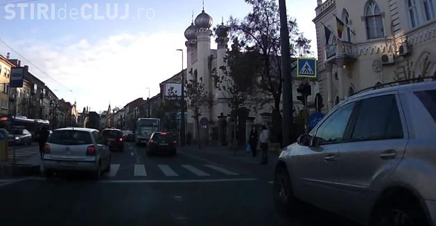 """Cluj-Napoca: Cu """"Merțanu"""" pe pista de bicicliști de pe strada Horea - VIDEO"""