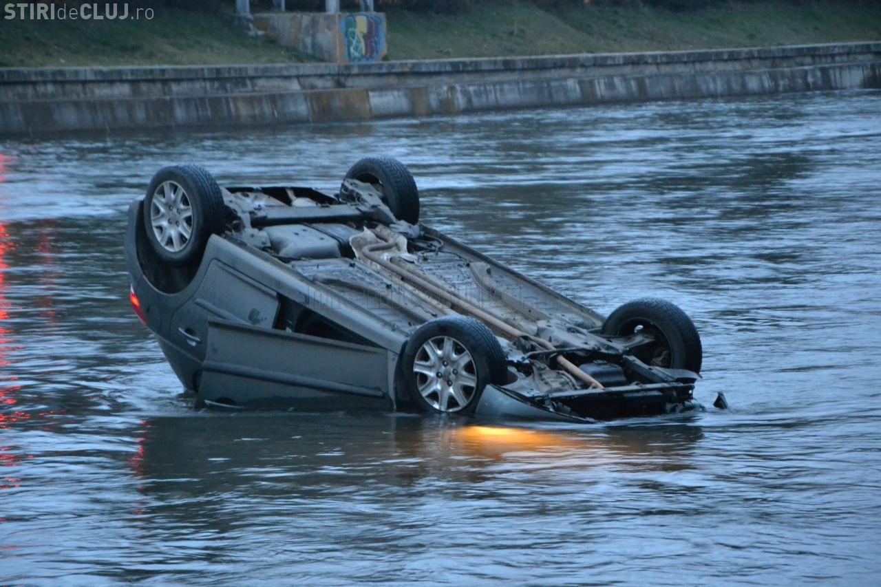 Taxi căzut în Someș, lângă Cluj Arena. O tânără a SALVAT situația: 112 a răspuns după 15 - 20 de minute