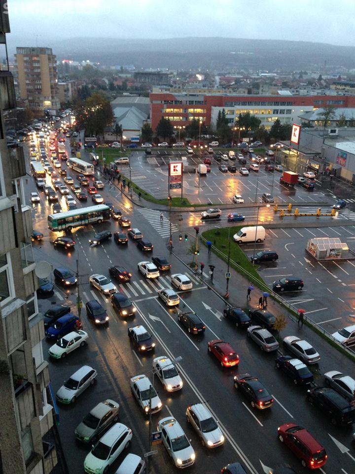 Haos rutier pe o stradă din Mărăști! Este asemănată cu traficul din India - FOTO