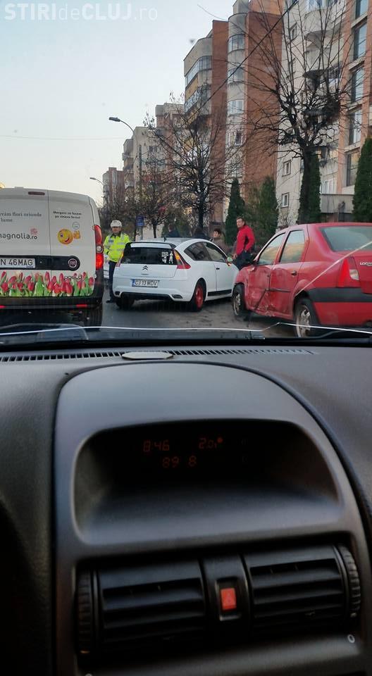Accident pe Dorobanților! Un șofer a lovit 6 mașini și a rănit un pieton - FOTO