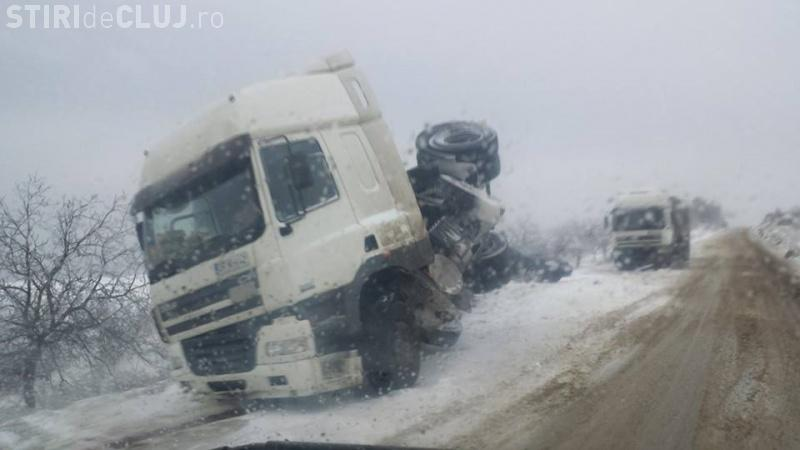 Accident pe DN 1, în Căpușu Mare, din cauza zăpezii de pe șosea - VIDEO