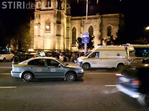 Accident cu două victime în centrul Clujului. Un motociclist neatent a ajuns în fața unui autobuz FOTO