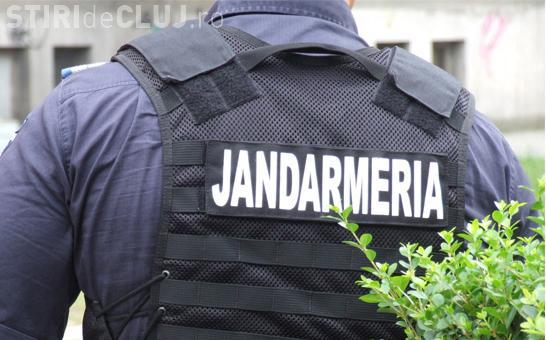Un jandarm din Cluj a făcut o CRIZĂ de NERVI în timpul unei misiuni. A spart geamurile la un magazin