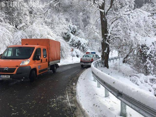 Drumul de legătură dintre Cluj și Maramureș, blocat de un TIR-ist. Nu avea voie să circule în acea zonă, dar nu l-a interesat VIDEO