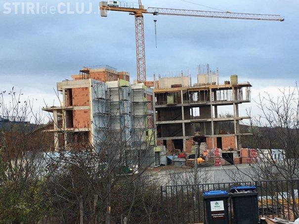 La Cluj-Napoca s-a autorizat un duplex cu patru etaje. Vecinii sunt disperați - FOTO
