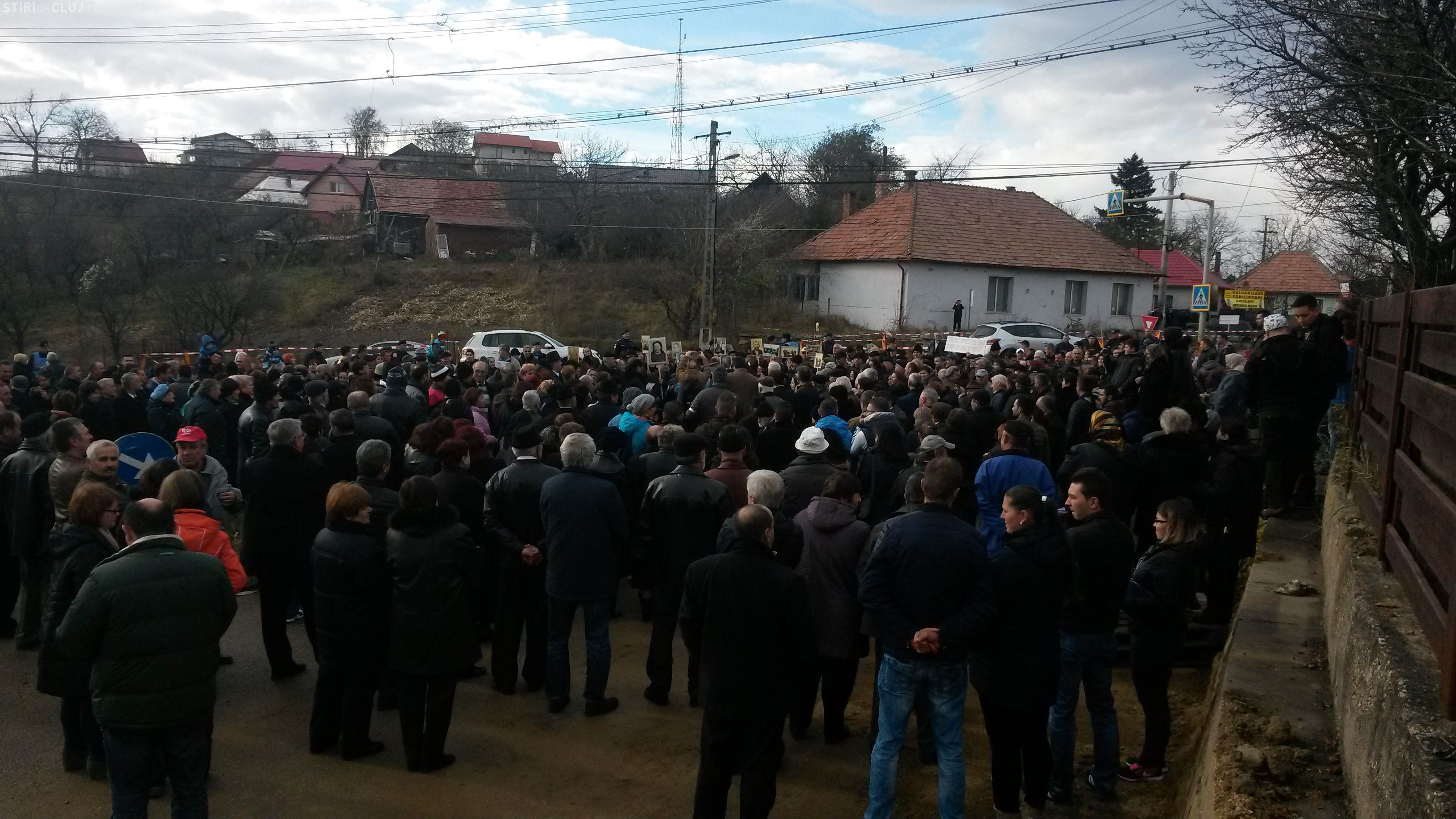 Protest în Feleacu! Oamenii și-au cerut livezile și au criticat lucrările de pe DN1 - FOTO