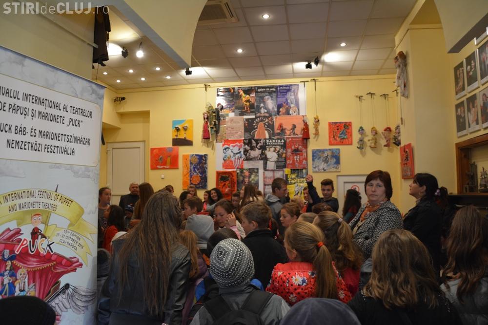 """Acces gratuit pentru elevi clujeni de etnie romă la spectacolele """"Festivalului internaţional al teatrelor de păpuşi şi marionete Puck"""""""