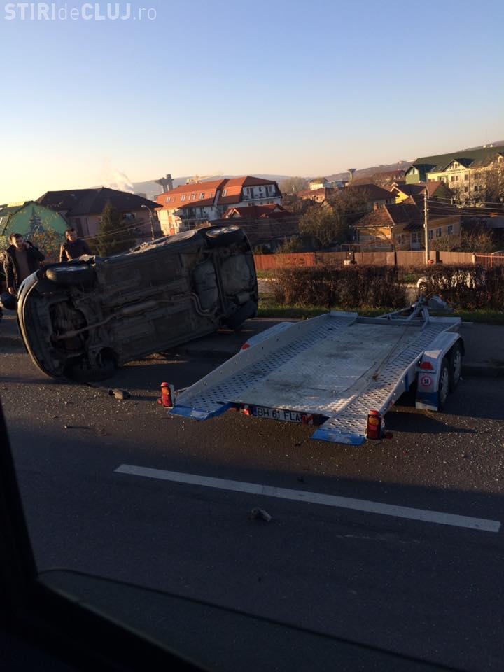 Accident pe podul IRA! I s-a răsturnat mașina de pe platformă - FOTO