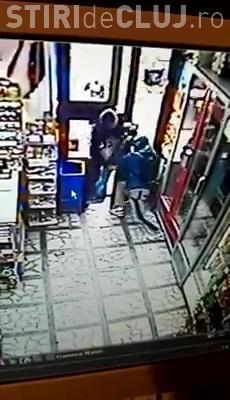Cluj-Napoca - Un hoț de buzunare a bătut crunt un clujean, care l-a prins FURÂND - VIDEO IMAGINI DURE