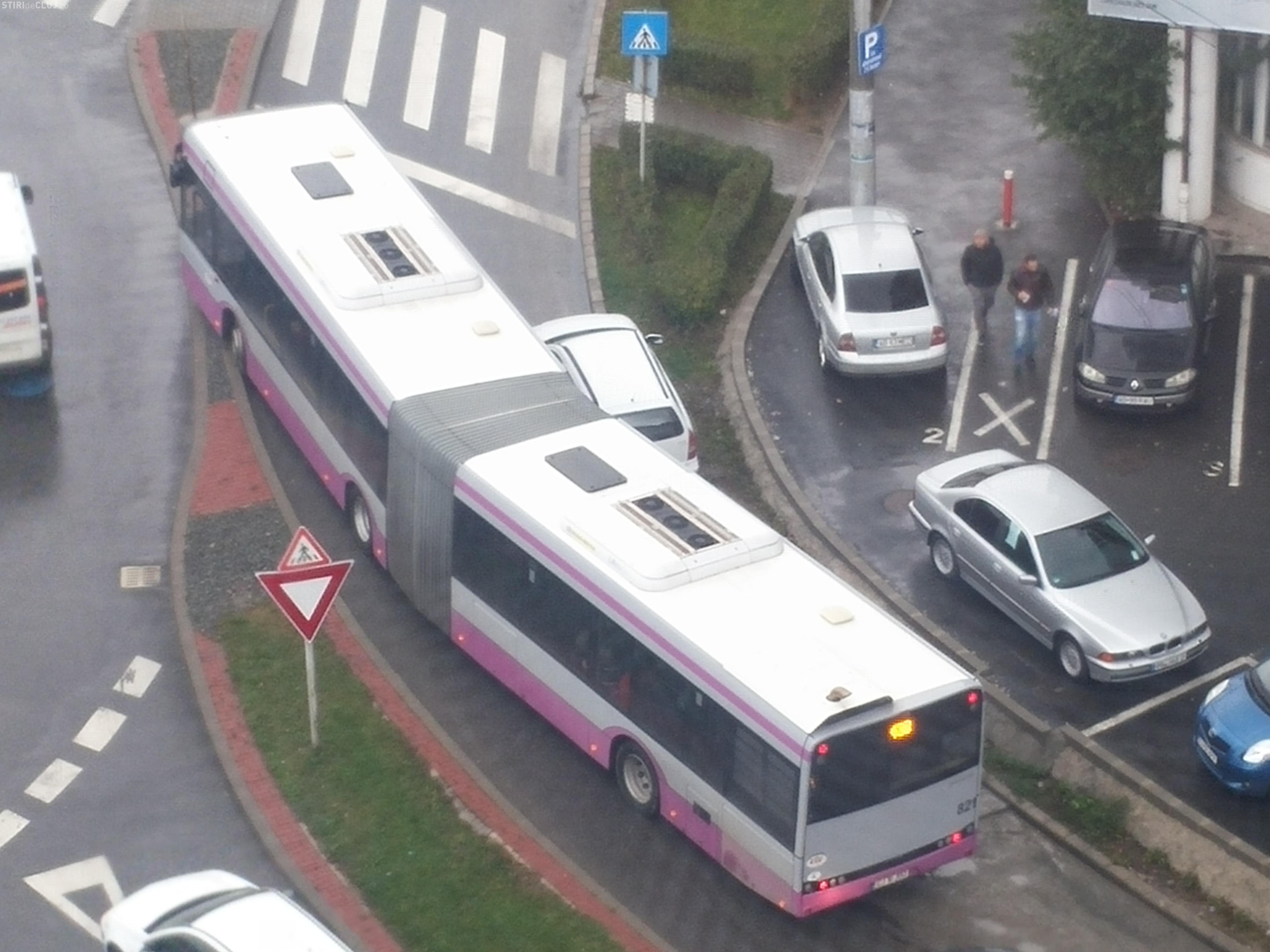 Exemplu de NESIMȚIRE în Zorilor! Cum se blochează un întreg cartier de către un șofer - FOTO