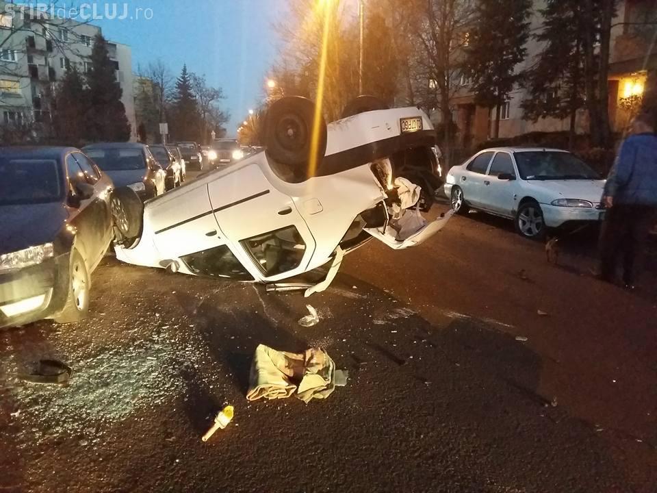 Cascadorie pe strada Dima din Zorilor! S-a răsturnat și a lovit 5 mașini - FOTO