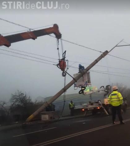 """Accident la podul IRA! Cu o """"coajă"""" de Golf 3 a demolat un stâlp: Ce viteză avea? - VIDEO"""