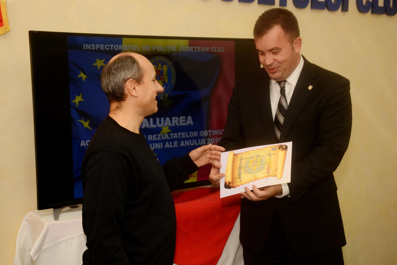 Clujeanul bătut de hoțul de buzunare în stația de la Operă, premiat de Poliție pentru spiritul său civic FOTO