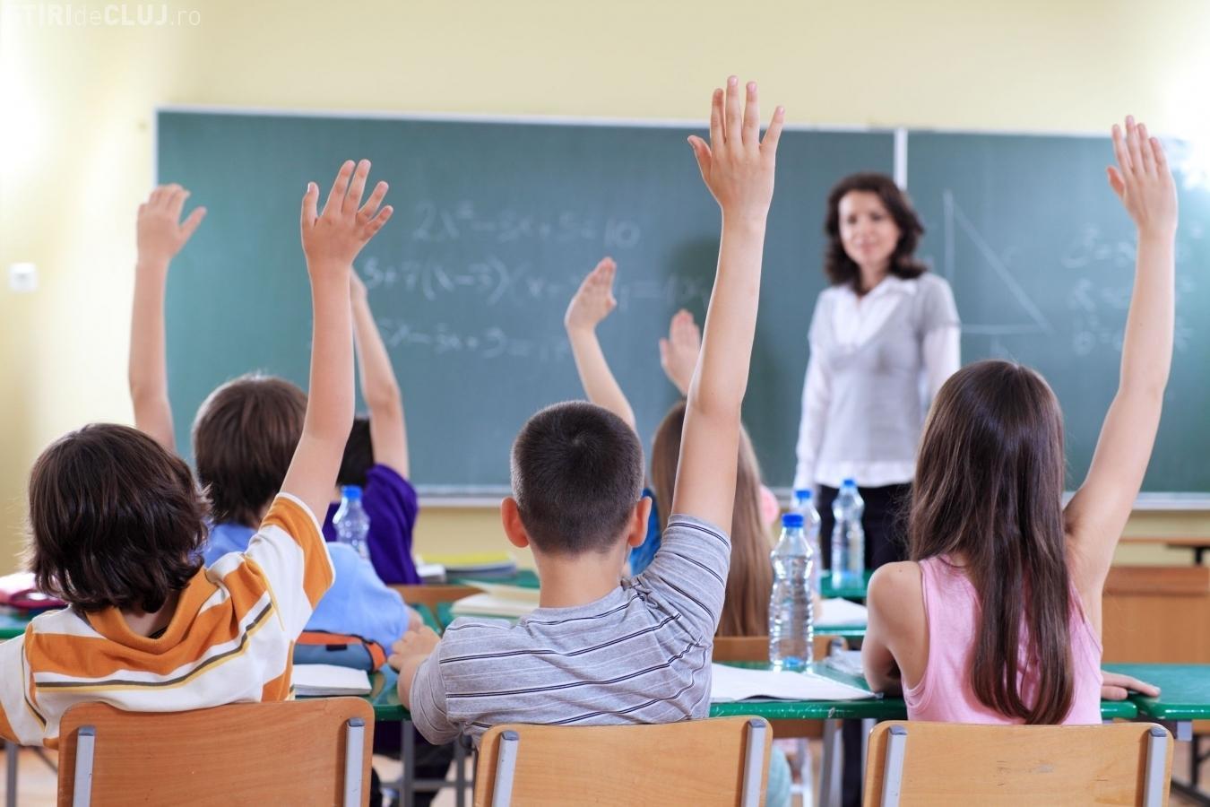 Elevii unei şcoli din România nu vor avea teme pentru acasă timp de o lună. Care este motivația