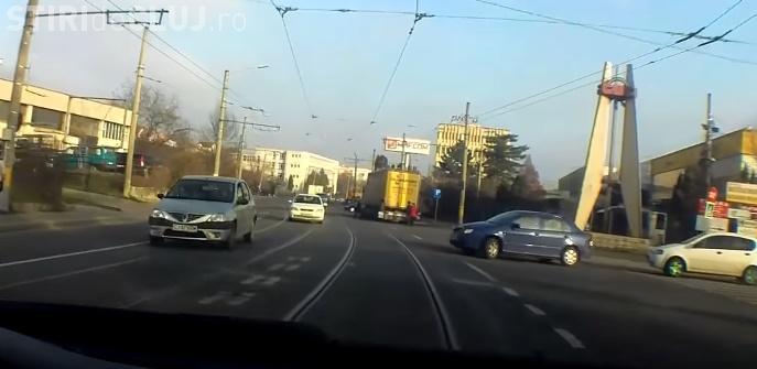 Aproape accident pe Bulevardul Muncii. Un șofer a încurcat benzile de mers - VIDEO