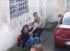 Elevei de la Dej, care și-a bătut colega în fața școlii, i-a fost scăzută nota la purtare la 2. Cel care a filmat a primit aceeași pedeapsă