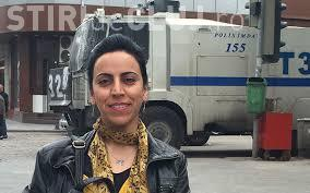 O jurnalistă BBC a fost reținută de autoritățile turce în timp ce relata în incident. Au ținut-o închisă peste noapte