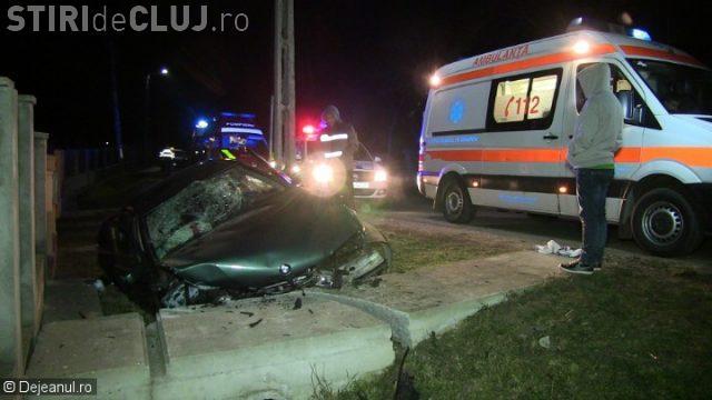 CLUJ: Accident cu patru victime, printre care o gravidă de 15 ani! Un șofer a intrat cu BMW-ul într-un cap de pod VIDEO