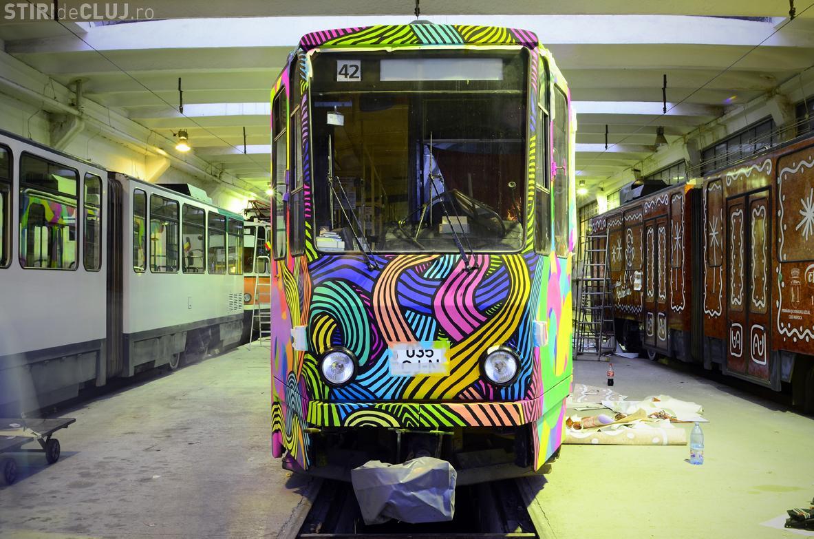 Tramvaiele prind culoare la Cluj, de sărbători! Cum arată primul tramvai pictat, care va circula pe străzile orașului FOTO