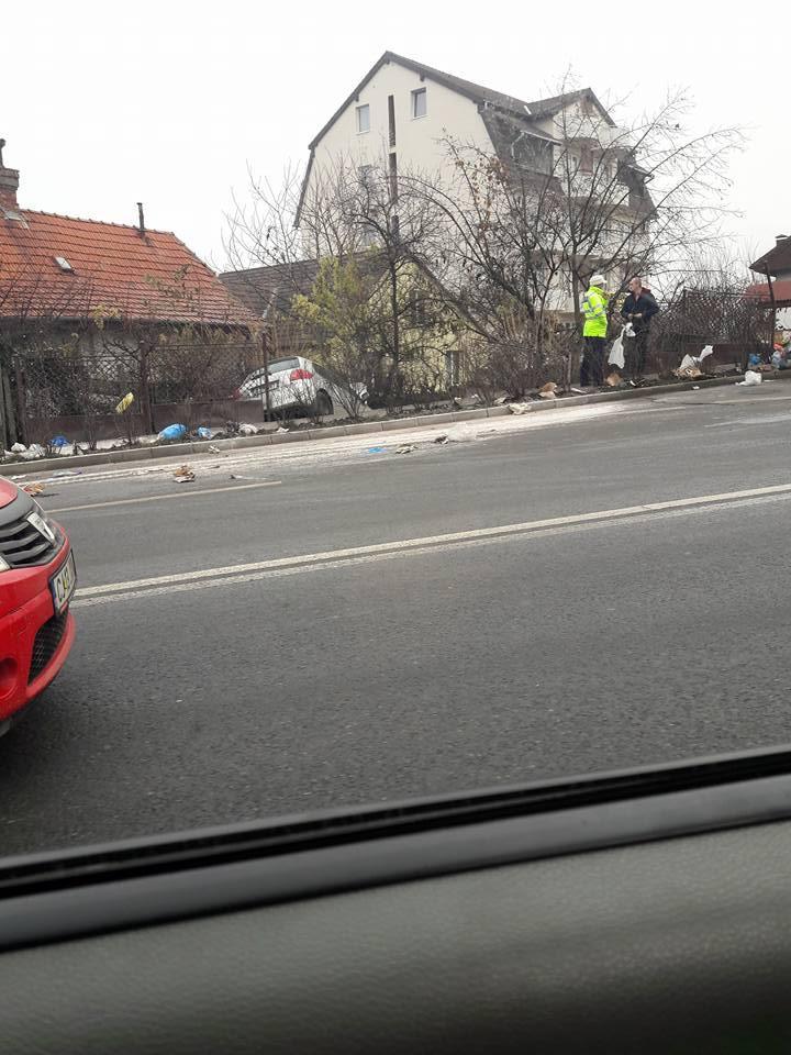 """Accident grav pe Calea Turzii! O șoferiță a """"patinat"""" într-o curte - FOTO"""