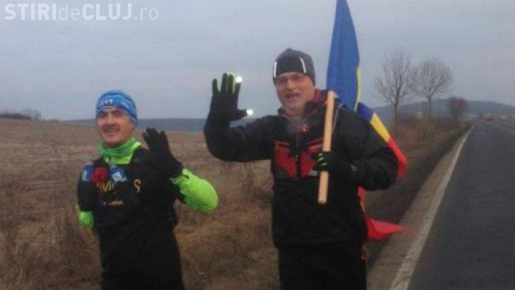 Un maghiar fără o mână a alergat cu drapelul României de la Aiud la Alba Iulia