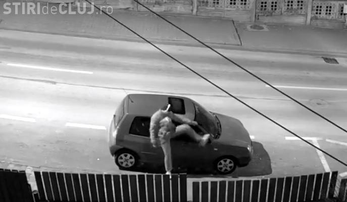 Cluj: Și-a găsit mașina pe Republicii cu oglinda ruptă. Ce a descoperit când a verificat camera de supraveghere - VIDEO