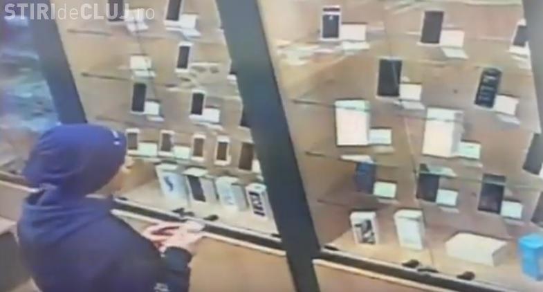 Hoț de telefoane în Mănăștur! Cum fură un iPhone 6s - VIDEO