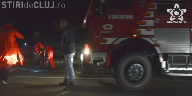 CLUJ: Cățel salvat de pompieri, după ce a rămas blocat sub dale de beton