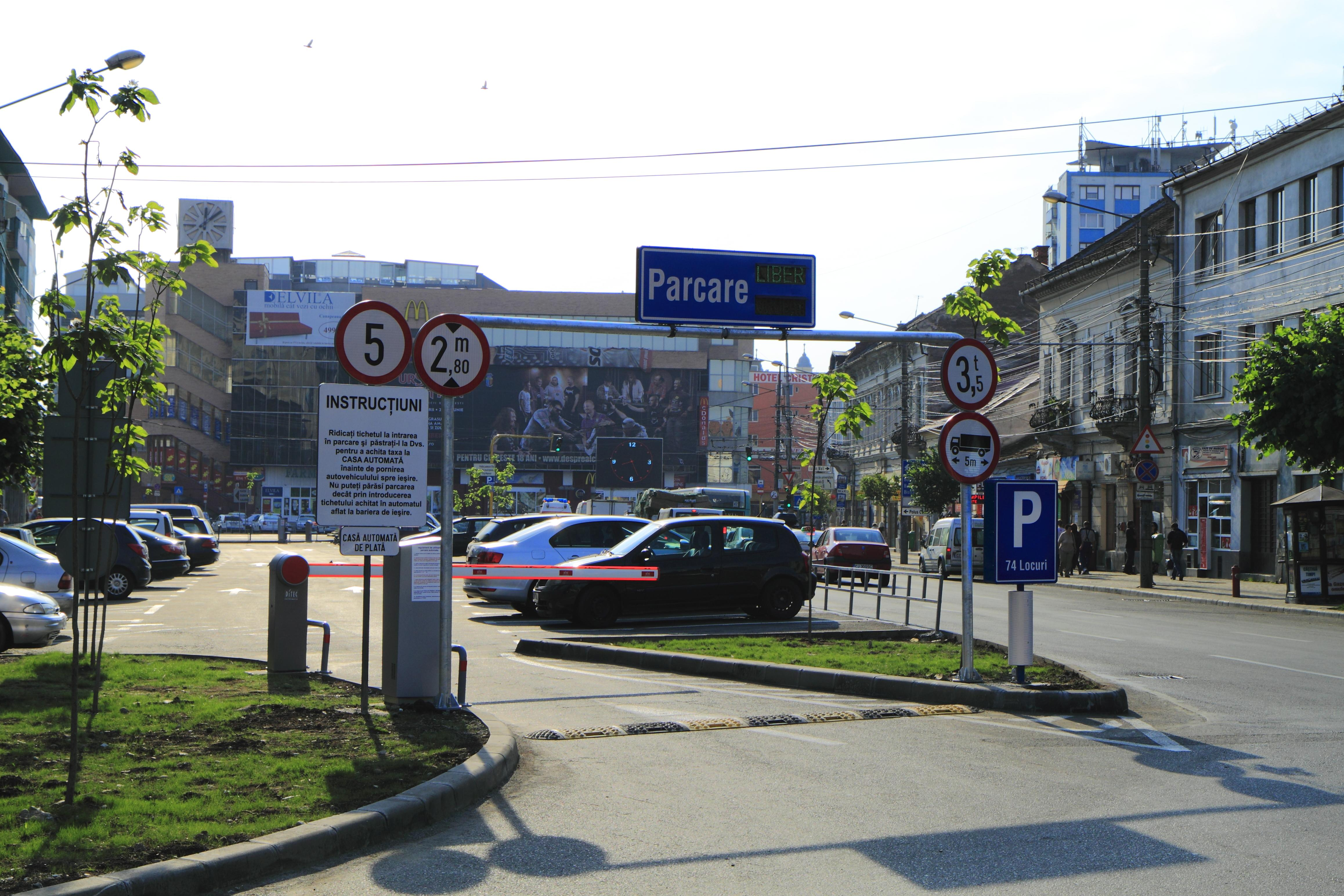 Cluj: La dezbaterea legată de dublarea prețului parcărilor, clujenii au cerut tarife mai mari