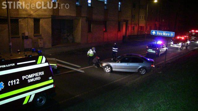 CLUJ: Un șofer a ajuns cu BMW-ul pe digul Someșului, la Dej VIDEO
