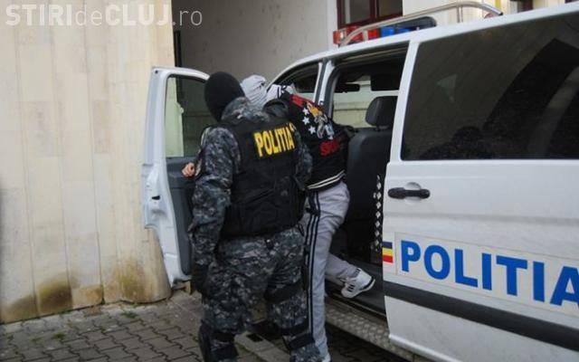 Bărbat arestat pentru că a tâlhărit un bătrân, în propria casă