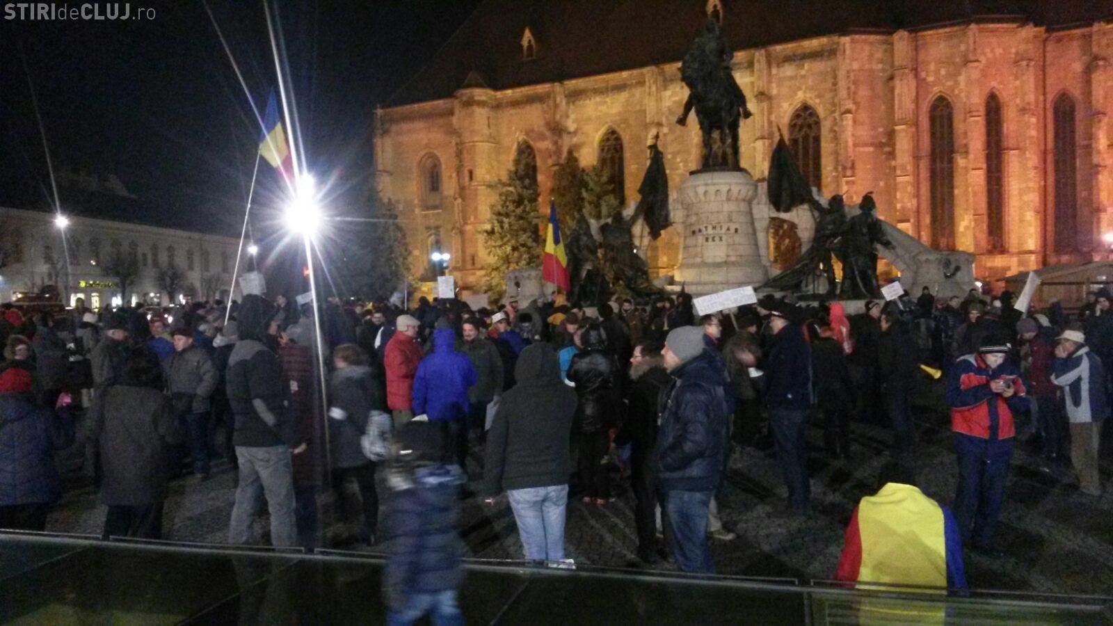 Ziua 15 de proteste la Cluj. Aproximativ 500 de oameni au ieșit în stradă FOTO/VIDEO