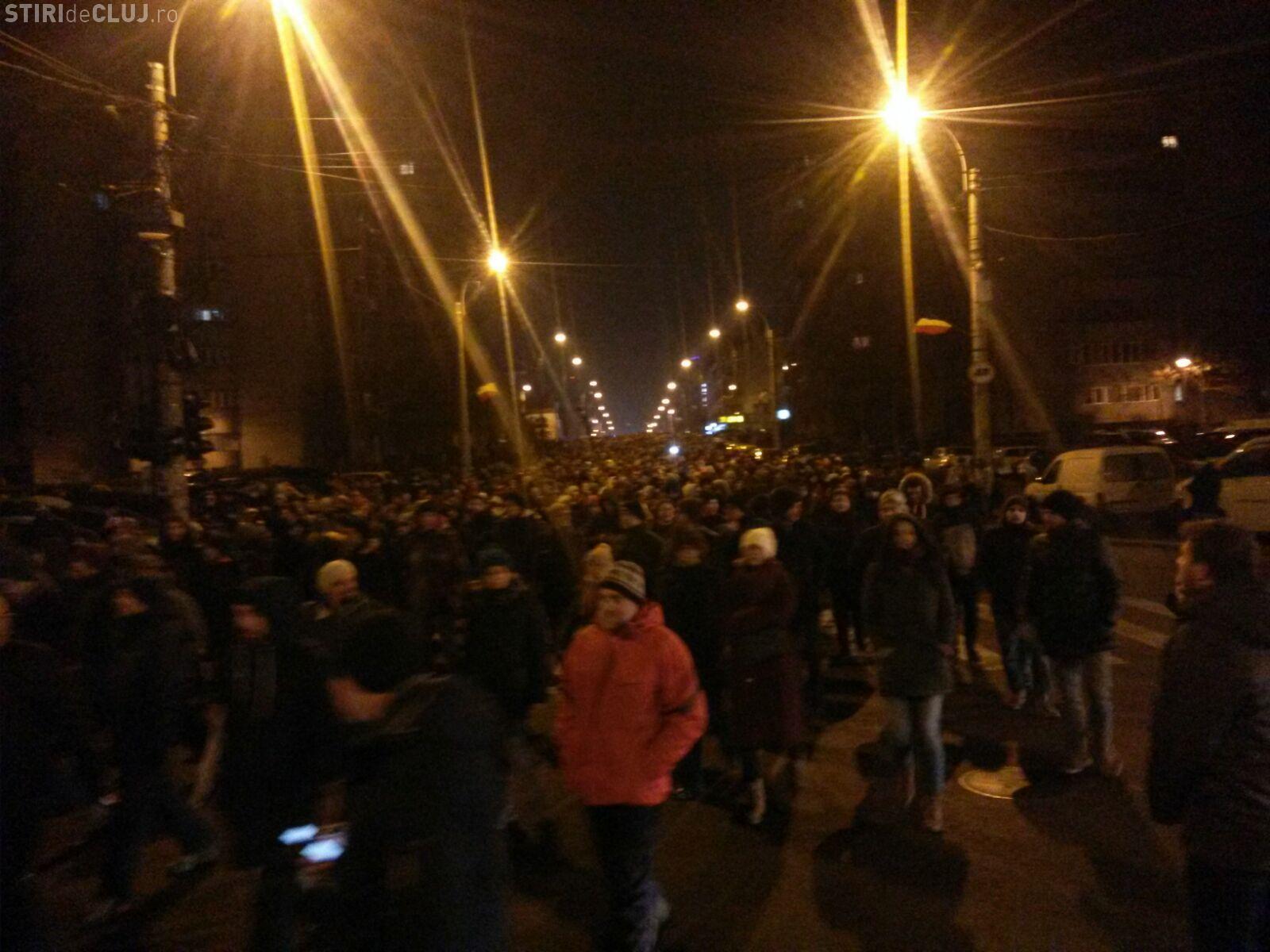 Protest și flori la Cluj! Gesturi de solidaritate cu Poliția și Jandarmeria FOTO VIDEO