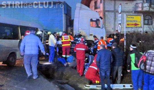Accident la Cluj cu 16 victime. Un microbuz s-a lovit cu un TIR - VIDEO