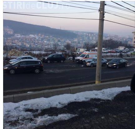Accident în zona Lidl, pe varianta Zorilor - Mănăștur! Cauza: Neadaptarea vitezei la coborâre - FOTO