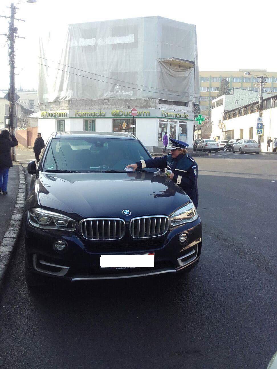 Cum îi avertizează Poliția pe șoferii clujeni că se ridică mașinile FOTO