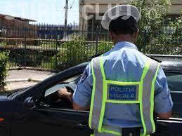 Tineri amendați după ce au filmat o mașină a Poliției Locale făcând slalom în trafic. Pentru ce au fost sancționați