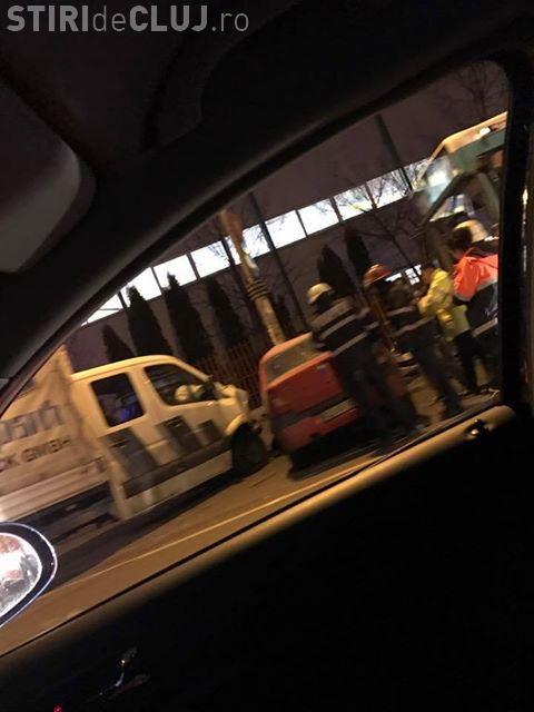 Accident cu două victime în Mărăști. Un șofer neatent a intrat în giratoriu fără să acorde prioritate FOTO