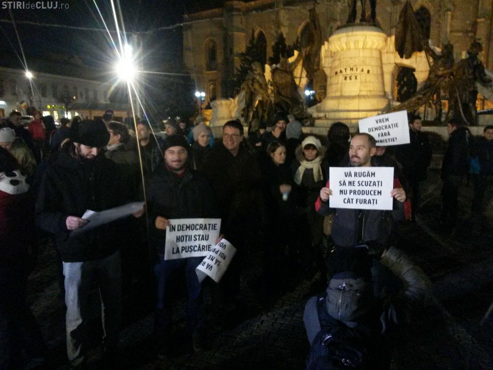 Un clujean s-a certat cu protestatarii din Piața Unirii: Grațierea e bună! Sunt nevinovați în pușcării VIDEO