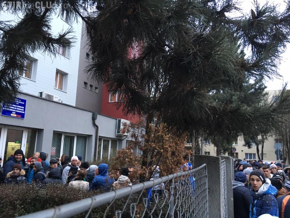 Coadă URIAȘĂ la înmatriculari Cluj: Oare nu se poate face nimic?