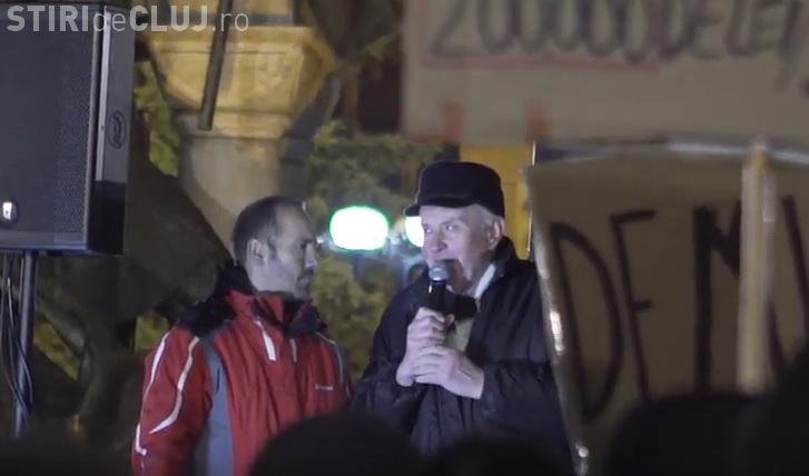"""Clip puternic cu protestele de la Cluj: """"Acum 27 de ani am fost în stradă, acum am revenit"""" - VIDEO"""