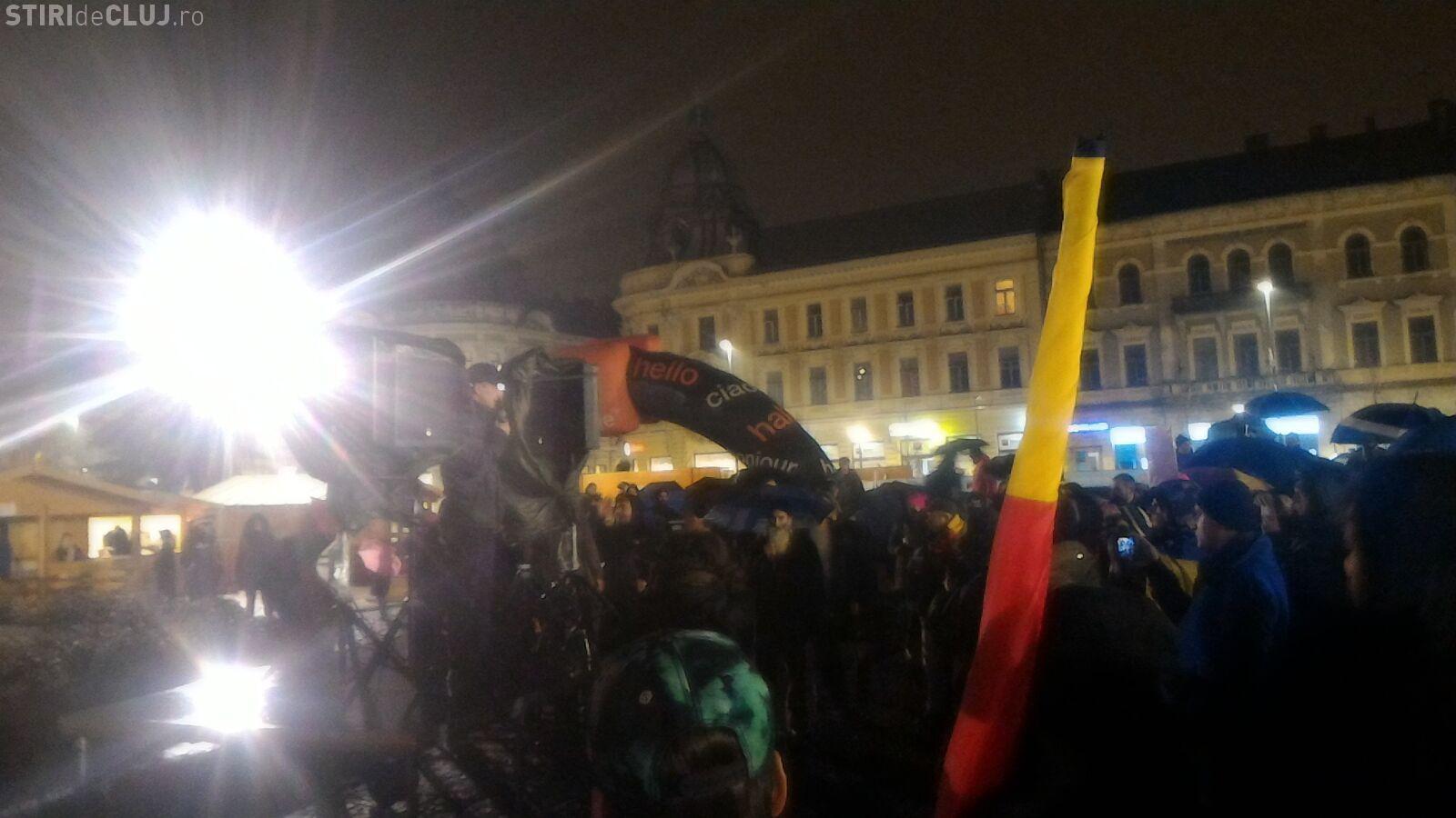 Ziua opt de proteste la Cluj! Peste 1.000 de oameni pleacă în marș FOTO