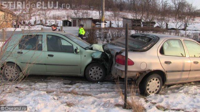 CLUJ: Accident cu trei victime la Mănăstirea. O mamă și fiicele sale au ajuns la spital VIDEO