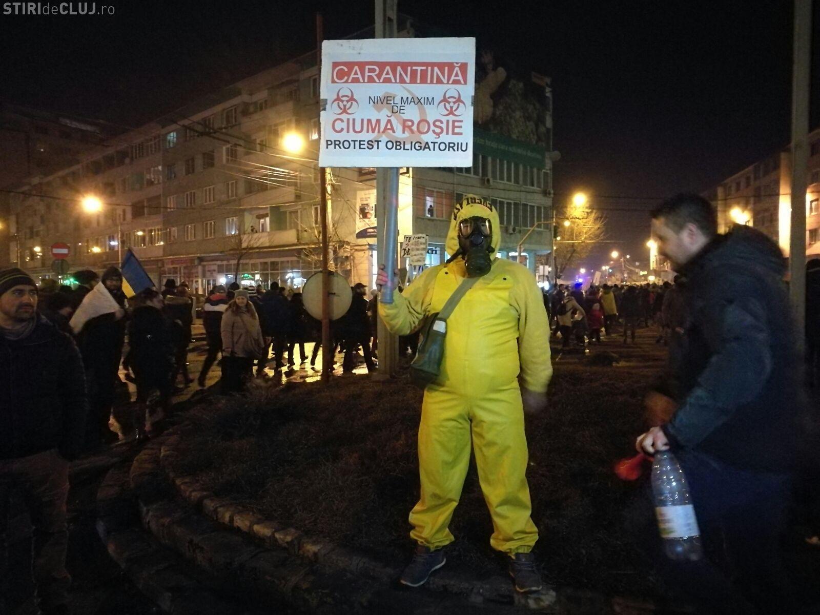 Imaginea zilei, de la protestul din Cluj: Carantină! FOTO