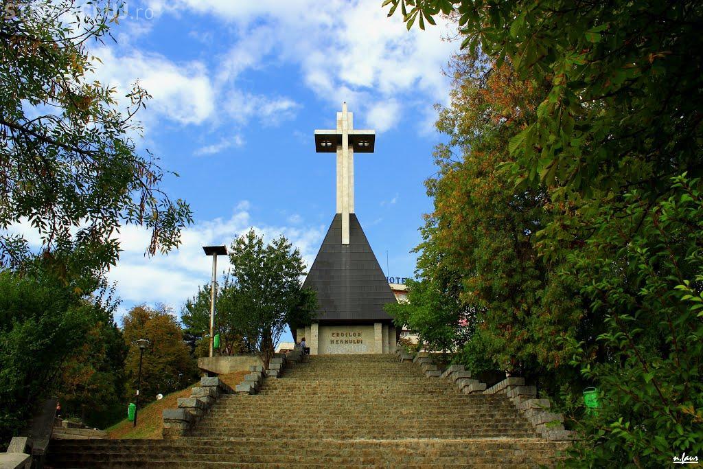 """Crucea de pe Cetățuie, din Cluj, vandalizată. Monumentul """"Erorilor Neamului"""" FOTO"""