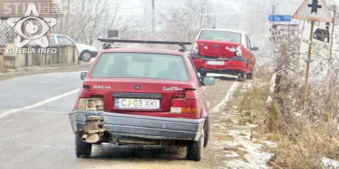 CLUJ: Trei mașini au fost avariate la Fizeșu Gherlii, din cauza poleiului VIDEO