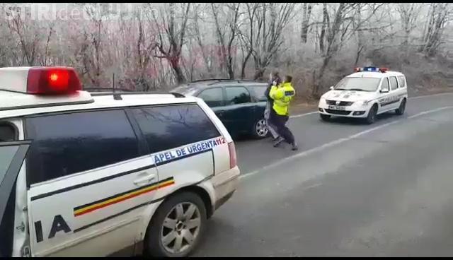 """Cluj: Intervenție în forță a Poliției Rutiere. I-au pus cătușe în stil """"american"""" - VIDEO"""