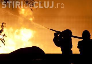Peste 60 de incendii la Cluj în weekend. Două mașini și o cabană au fost mistuite de flăcări