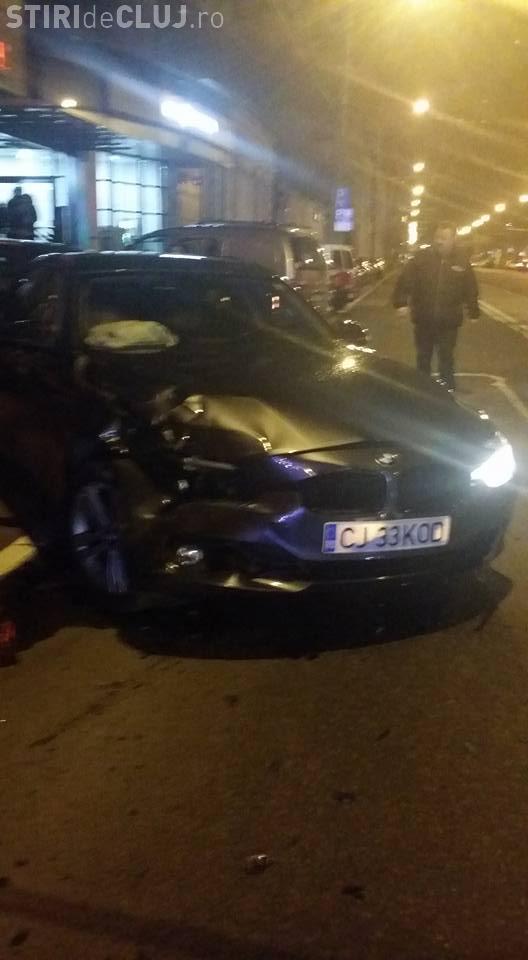 Un șofer a făcut DEZASTRU pe strada 21 Decembrie, din Cluj. Patru persoane au fost rănite, iar șapte mașini au fost lovite FOTO